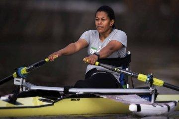 Claudia Santos volta a treinar na represa Bortolan