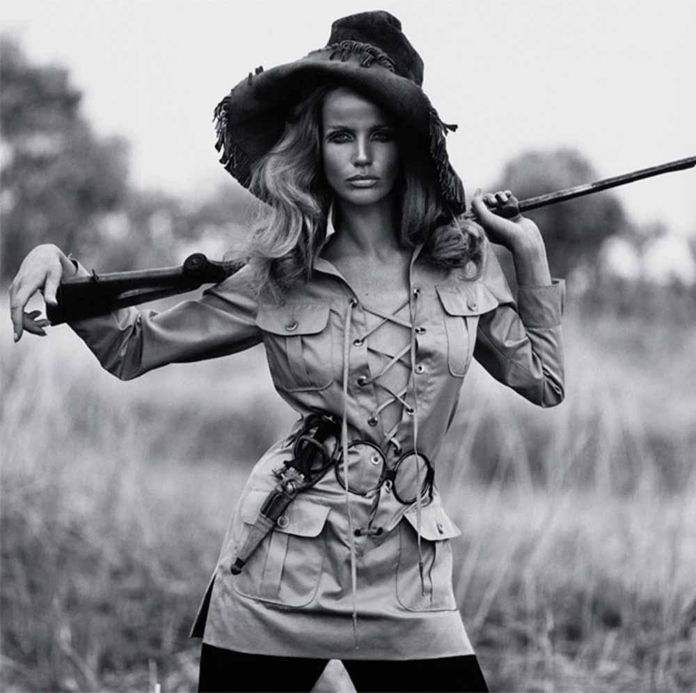 A modelo Veruschka, usando linha safari de Yves Saint Laurent, em 1968