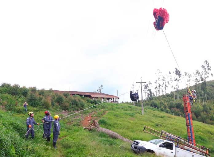 Piloto-de-paraglider-fica-preso-em-cabos-de-alta-tensão - Jornal da Cidade