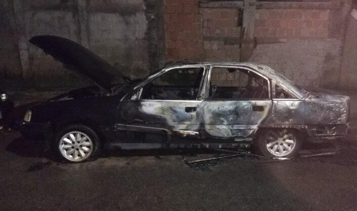 carro incendiado - Jornal da Cidade