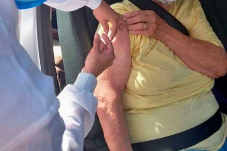 vacinados-em-drive-thru - Jornal da Cidade