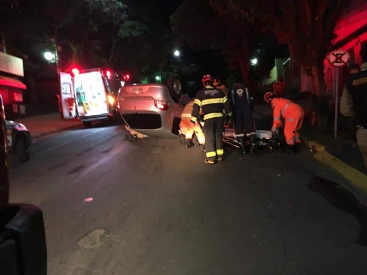veículo capota na rua Assis Figueiredo - Jornal da Cidade