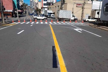 mercado-recebe-nova-sinalização-de-trânsito