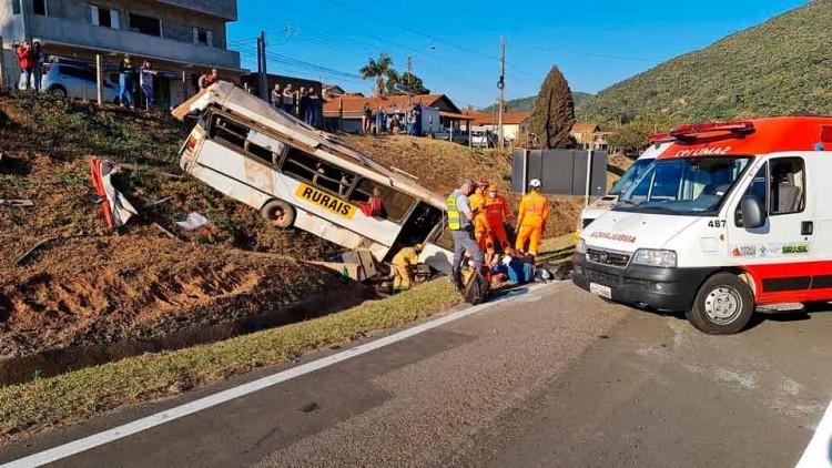 acidente-com-ônibus-de-trabalhadores (1)